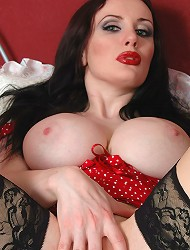 Gothic babe Morrigan plays with her melons and...